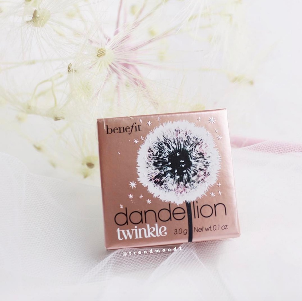 Benefit's new Dandelion Twinkle highlighter will give you a soft pink glow for spring