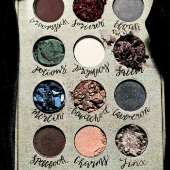 "At last! The ""Harry Potter"" eyeshadow kits are finally on sale!"
