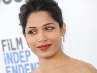 Freida Pinto's gorgeous yellow gown looks like a glamorous etch-a-sketch