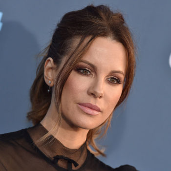 Kate Beckinsale looks like an elegant bird in this feathery gown