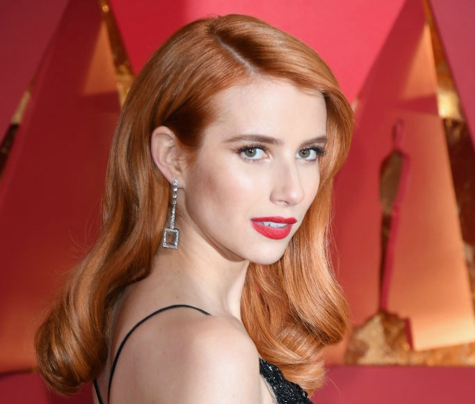 "Emma Roberts is copying her aunt Julia Roberts' ""skunk"" look on the Oscars red carpet"