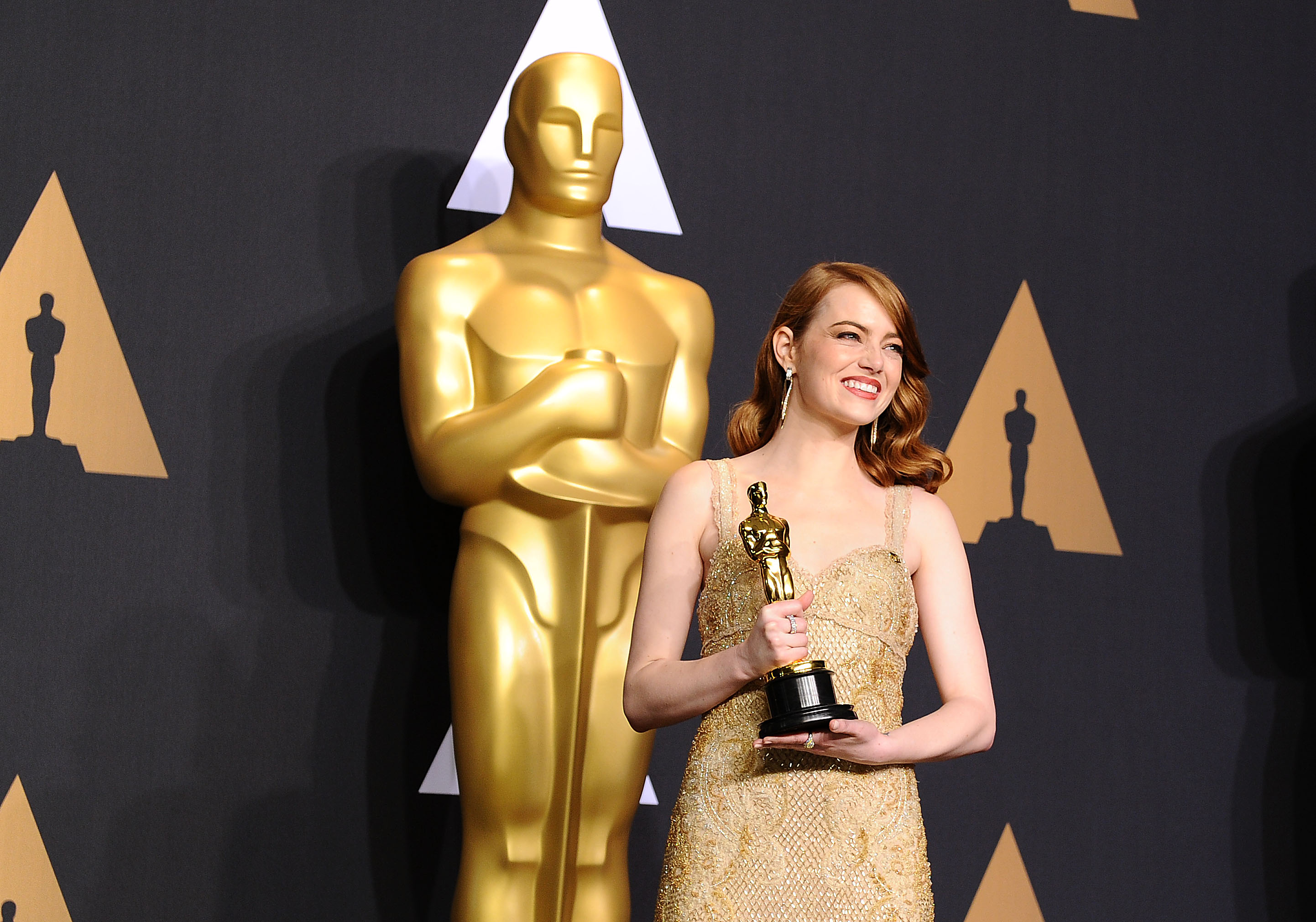 Emma Stone used these cult favorite makeup products at the Oscars