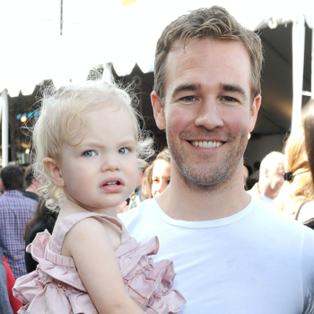 "James Van Der Beek's daughters side-eyeing ""Moana"" is the most adorable shade we've seen in months"