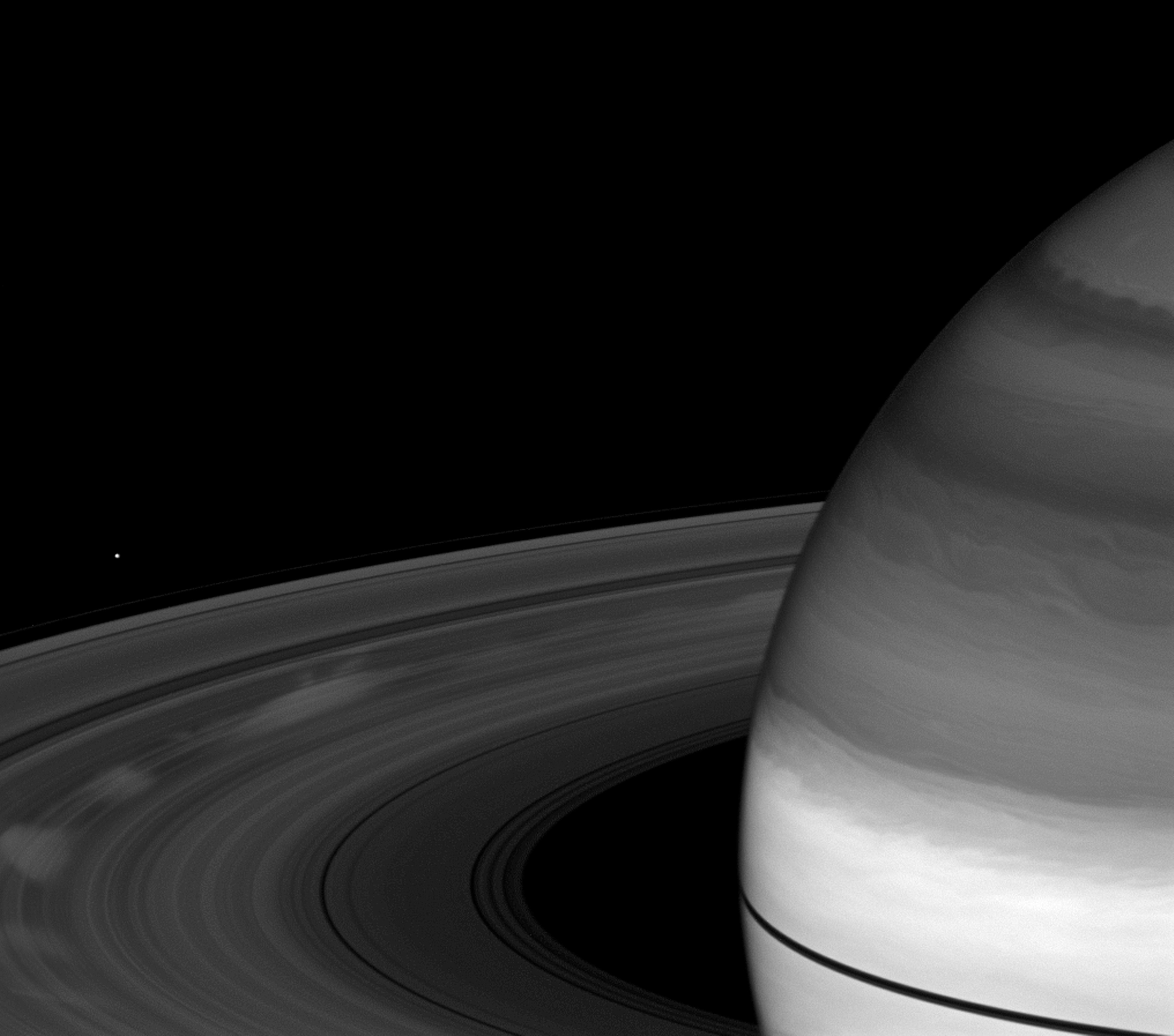 Here's a new photo of Saturn's famous hexagon that is unbelievably dreamy