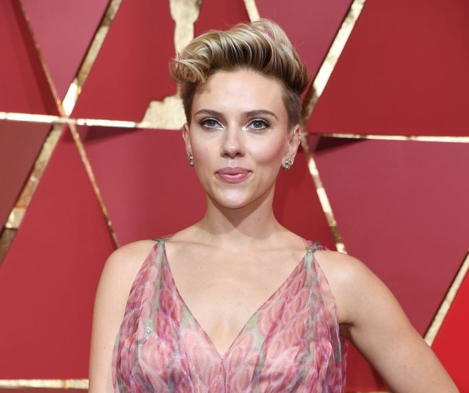 "Samuel L. Jackson ""scolded"" Scarlett Johansson at the Oscars for the cutest reason"