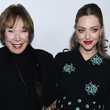 Shirley MacLaine hugging Amanda Seyfried's baby bump on the red carpet is your daily dose of cute