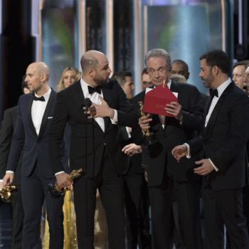 The stage manager for the Oscars details the chaos that went down during the Best Picture mixup