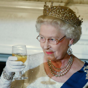 Queen Elizabeth drinks champagne before bed every night (even her nightcaps are royal, guys)