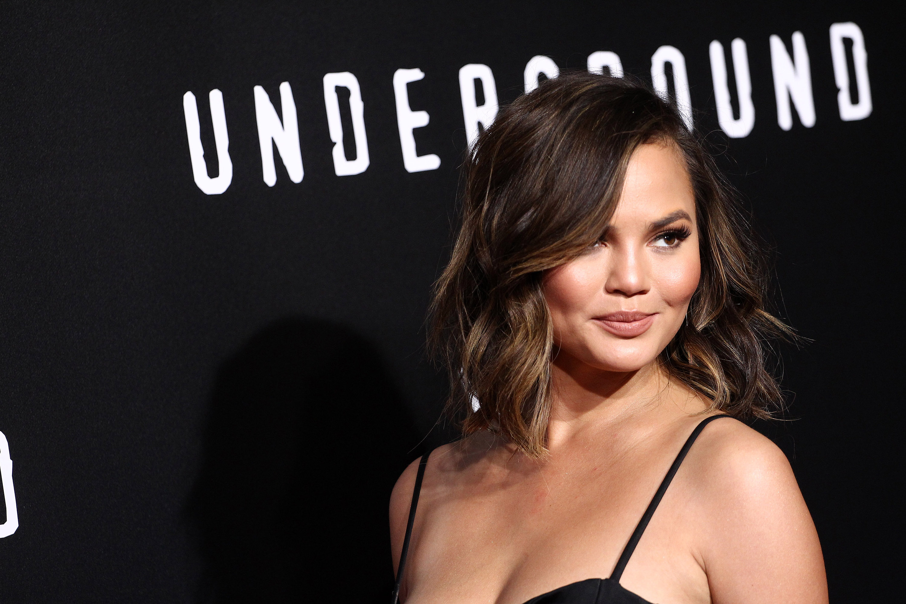Chrissy Teigen looks exactly like Luna when she imitates her