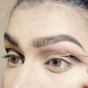 OMG: This popular makeup artist used eyelash glue to get the perfect cut crease