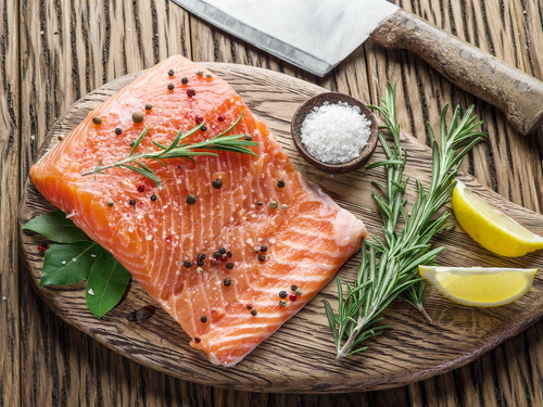 Here's how long fish stays fresh in the fridge (because you really want to stay on top of that)