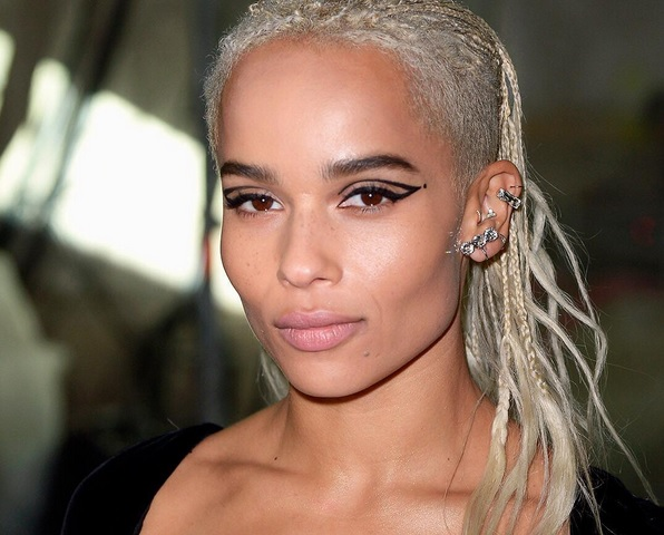 Zoë Kravitz blessed us with a makeup tutorial, and here's how you can copy her edgy, '60-inspired look
