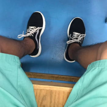 This guy swapped shoes with his girlfriend so she wouldn't miss an important class — and the internet is in love