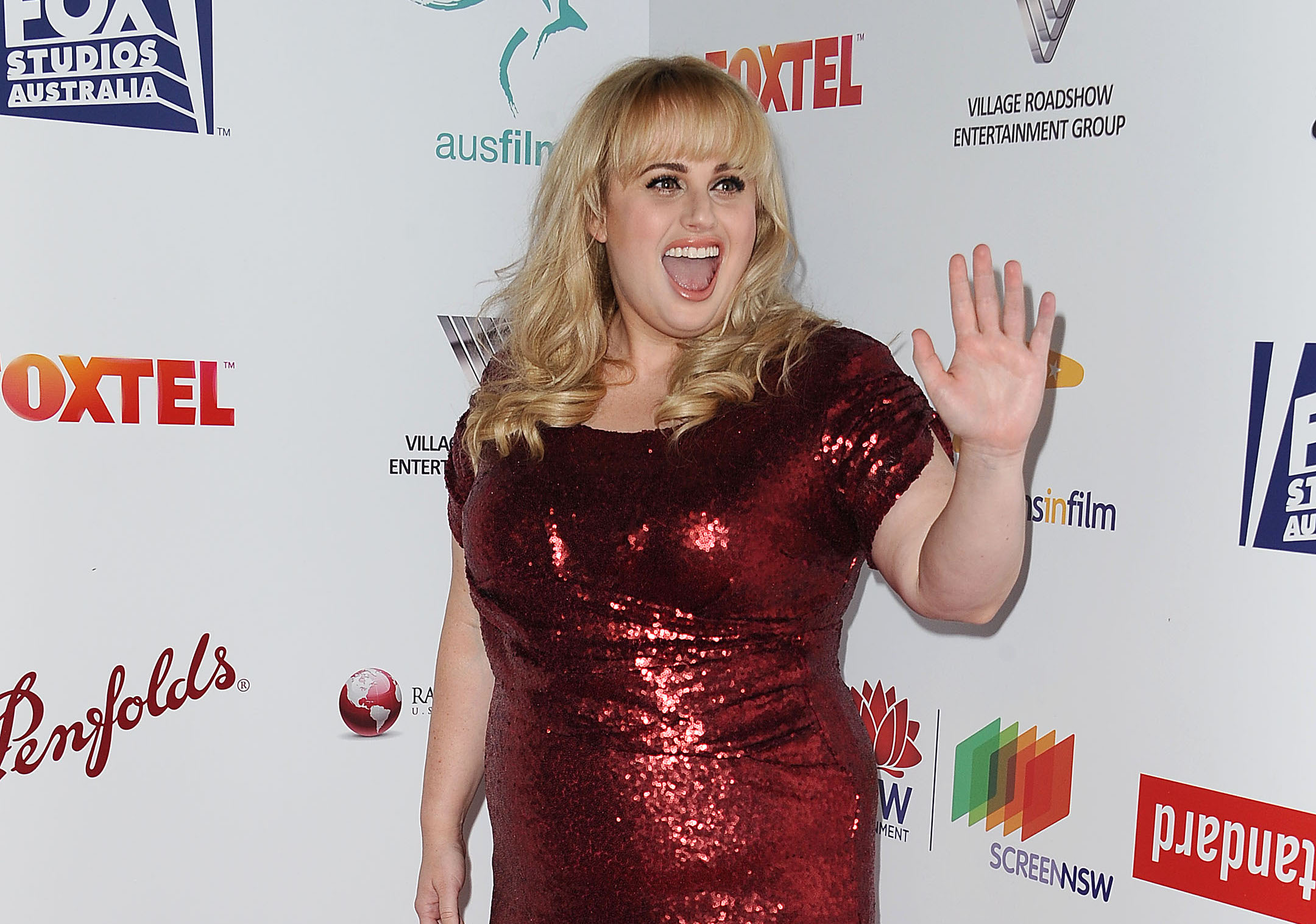 Rebel Wilson is absolutely glowing in these mysterious date night pics