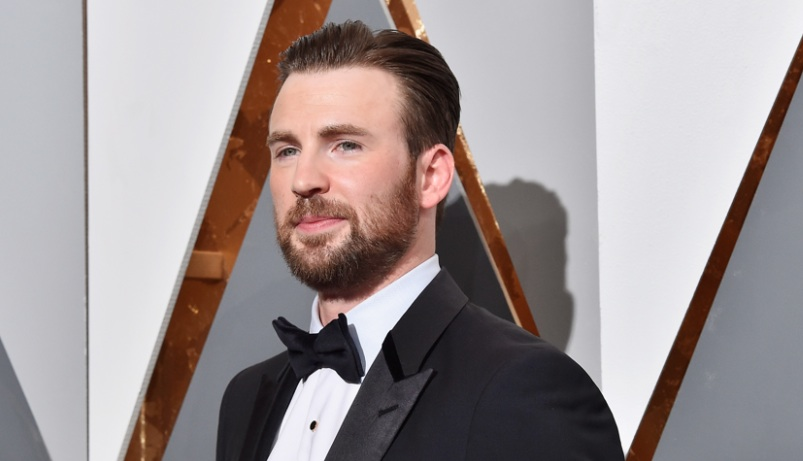 Chris Evans remembers the adorably embarrassing thing he once said to Ben Affleck