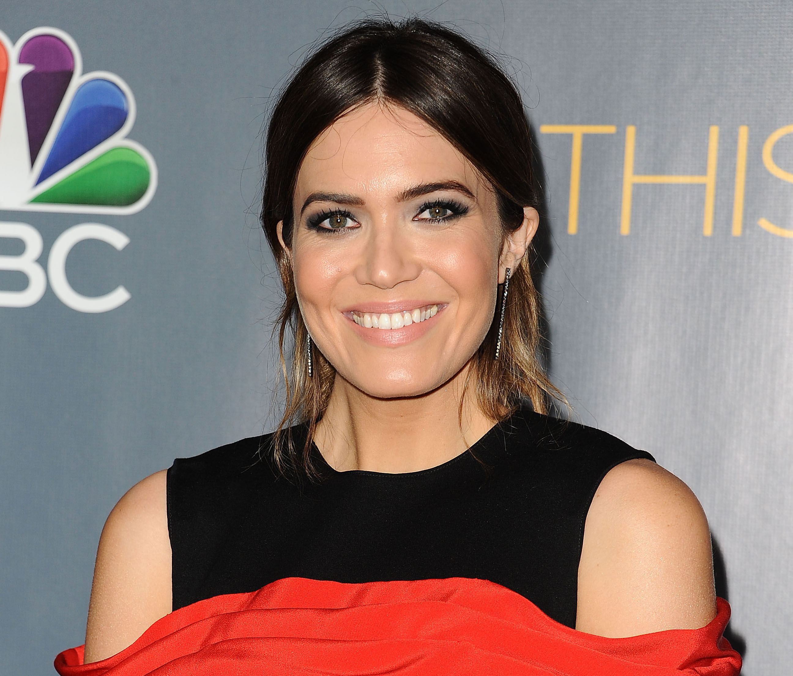 Mandy Moore is suddenly making us want wear purple and yellow together