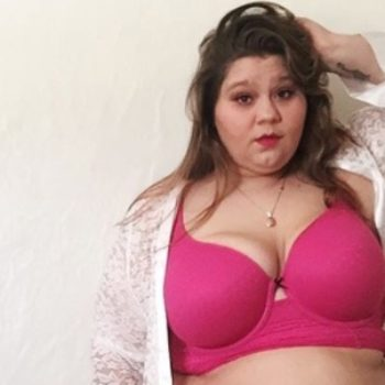 This blogger wore a bikini in a blizzard to make an important point about body positivity