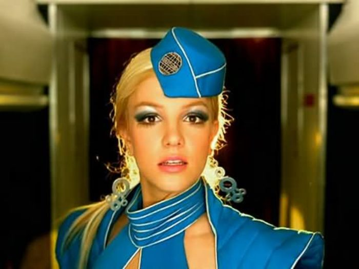 "This flight attendant just recreated Britney's ""Toxic ..."