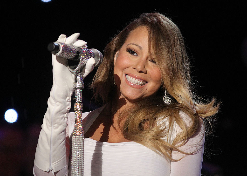 "Mariah Carey's ""All I Want for Christmas Is You"" is becoming a movie"