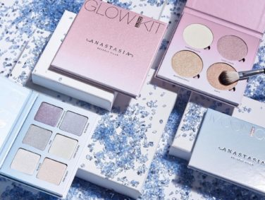 Anastasia Beverly Hills just gave a sneak peek of their new Glow Kit, and we are literally screaming