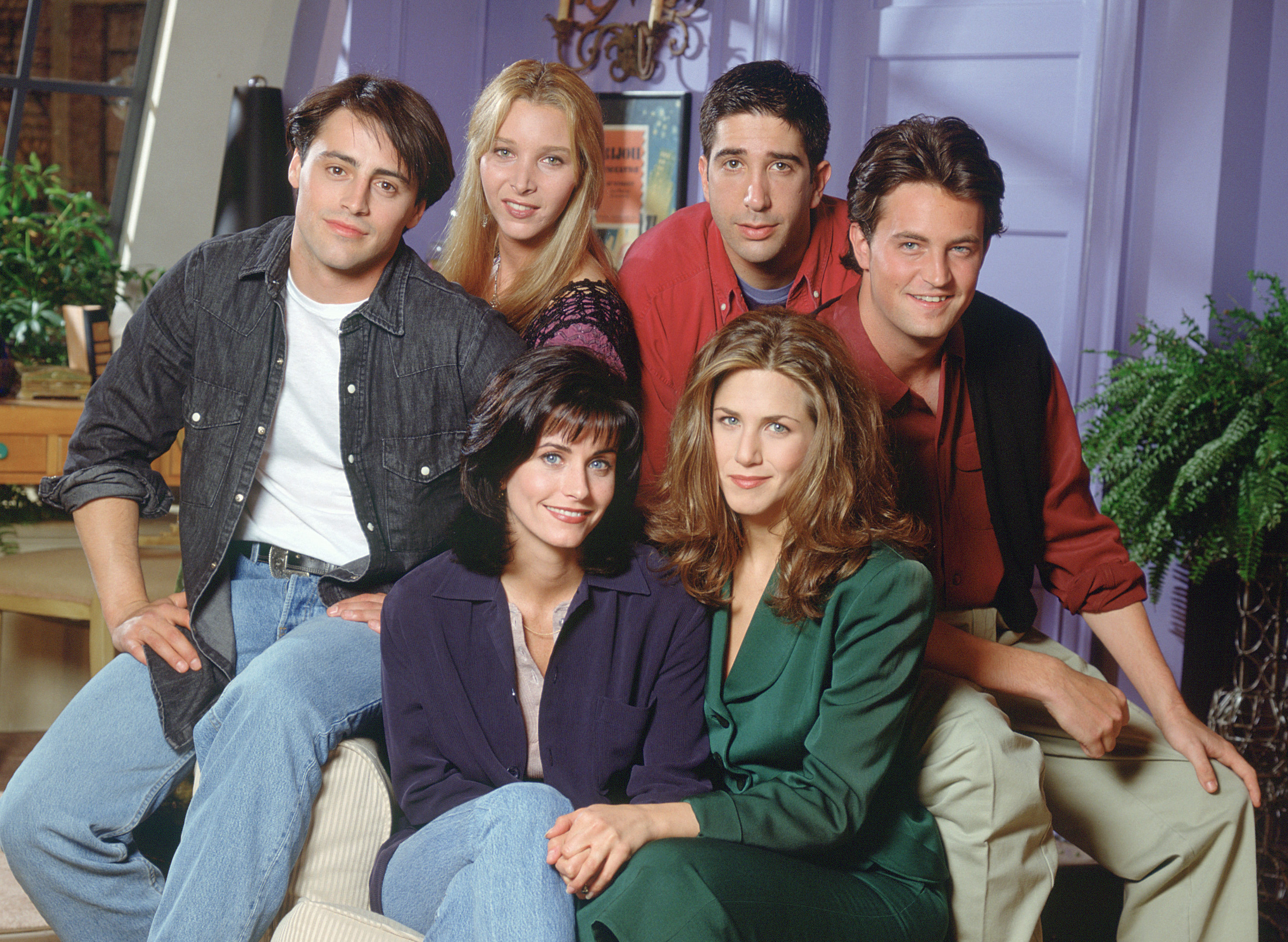 "Courteney Cox highlights all the magic that went into making ""Friends"""