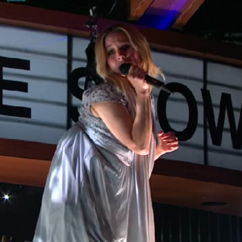 "Kristen Bell's aerial performance of ""Up Where We Belong"" was an epically hilarious fail"
