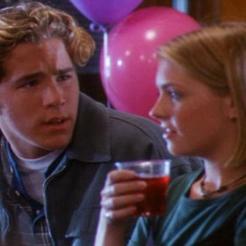 Melissa Joan Hart regrets not dating costar Ryan Reynolds in the '90s, and, we get it