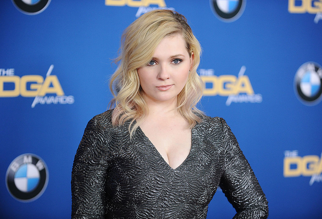 "Abigail Breslin reveals that nailing THAT move in the ""Dirty Dancing"" remake was a ~lot~ of pressure"