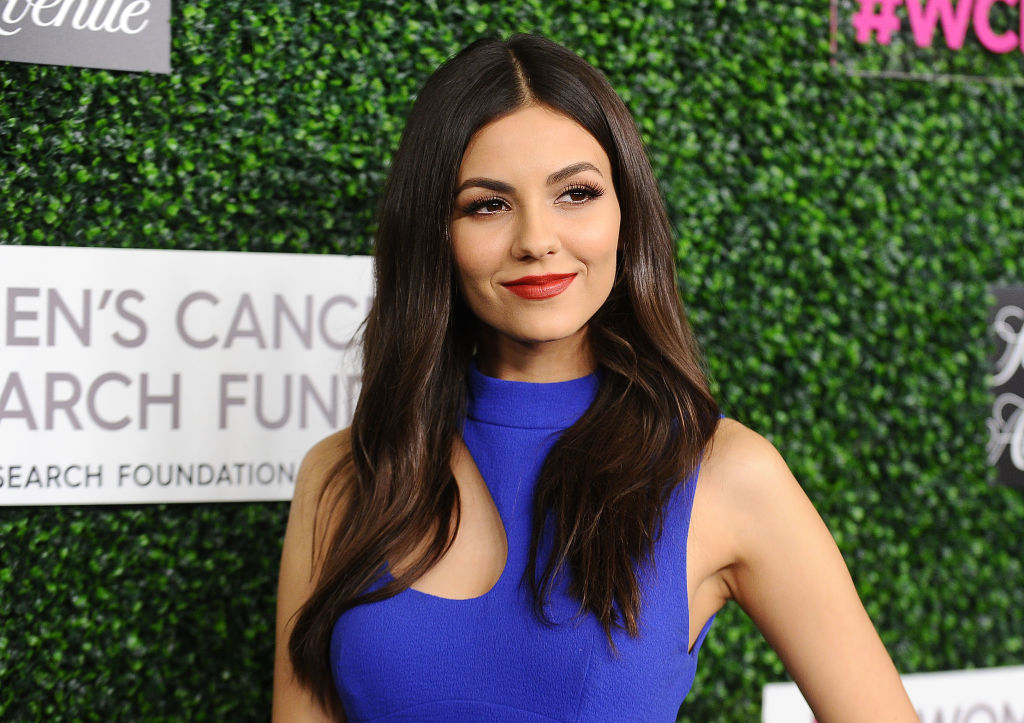 Victoria Justice's blue gown has gorgeous tassels that are giving us Scarlett O'Hara feels