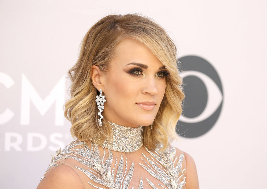 Carrie Underwood looks like a glittery pink swan at the 2017 ACM Awards