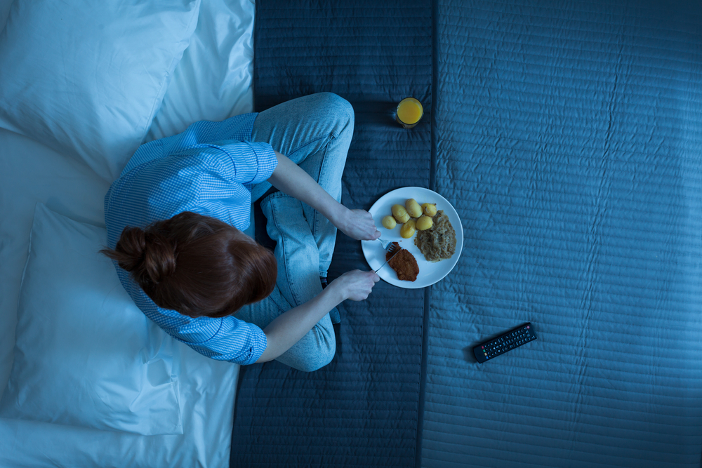 Scientists say there's a link between your junk food cravings and late nights