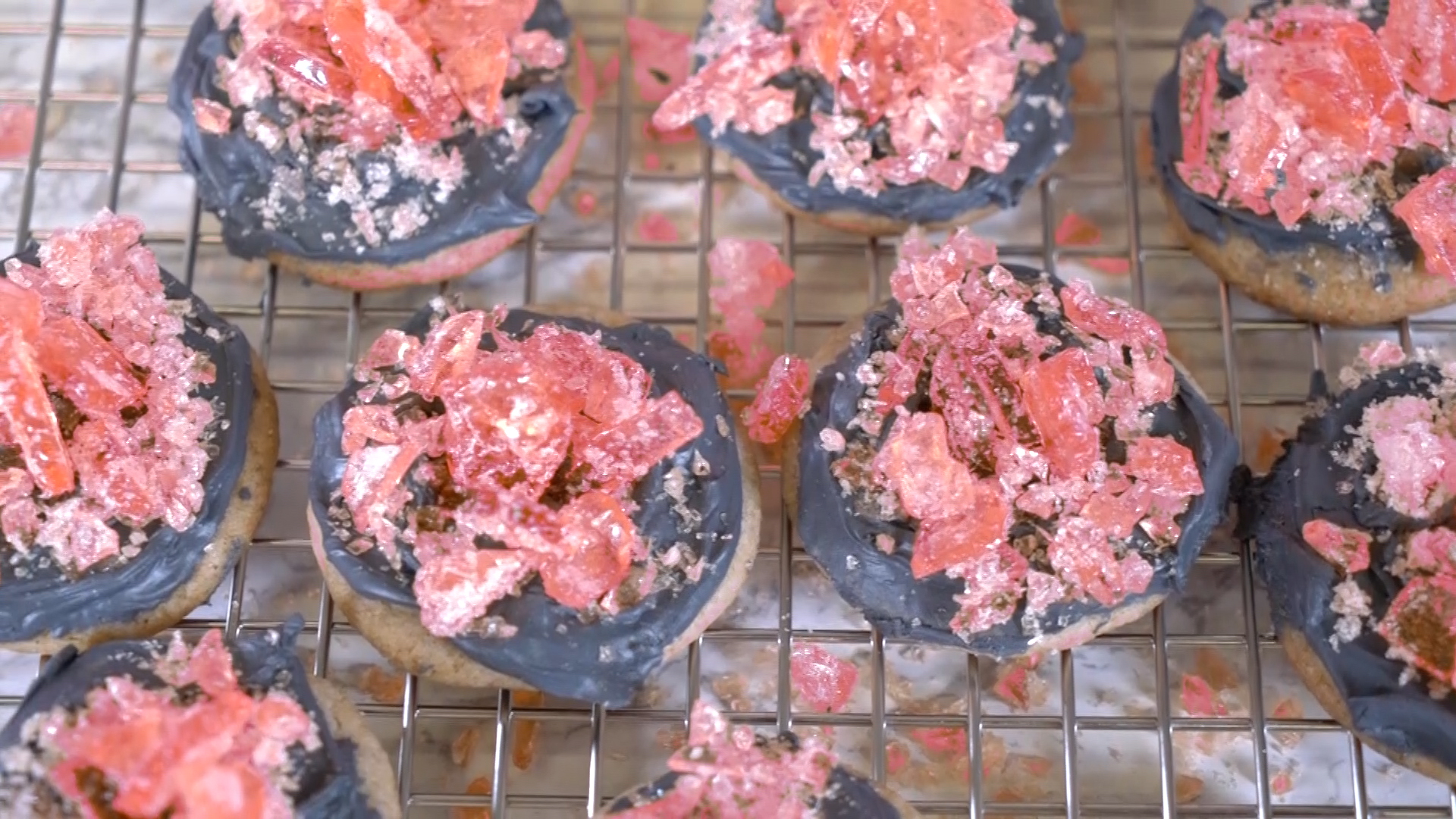 These rose quartz cookies are a ge-ODE to our favorite gem