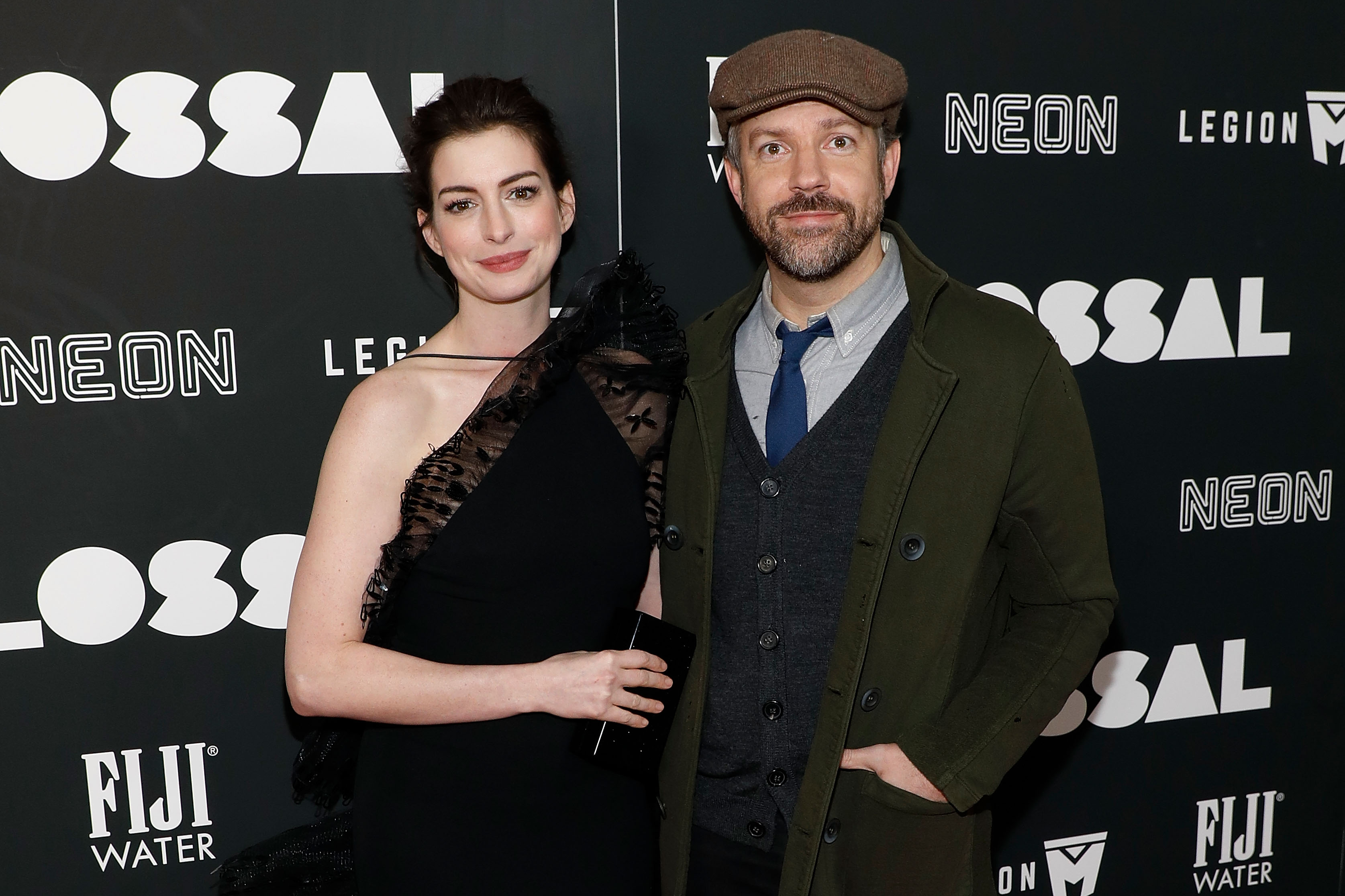 Anne Hathaway and Jason Sudeikis are crazy good at solving emoji riddles