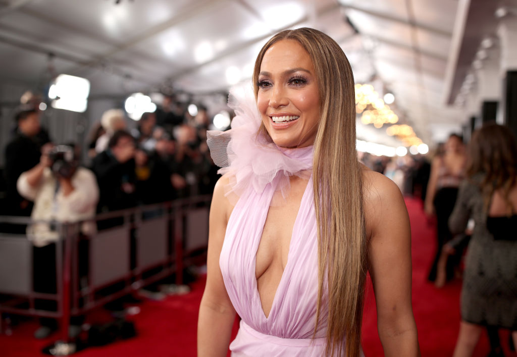 Jennifer Lopez wore $25 earrings from Kohl's and looked glamorous AF