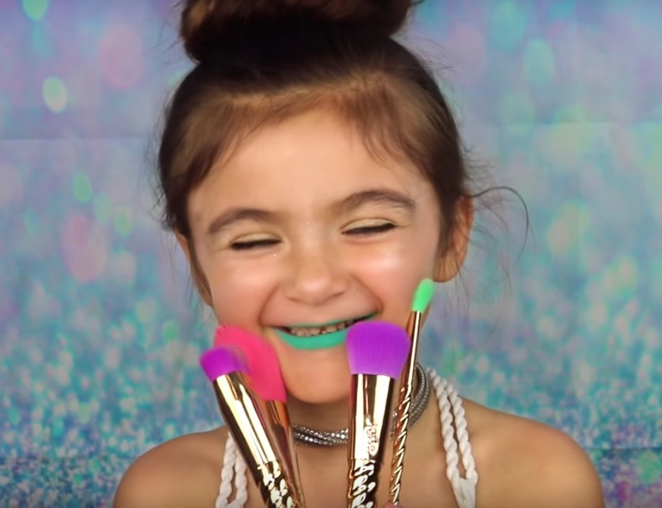 This 5 Year Old S Unicorn Makeup Tutorial Is Unbelievably