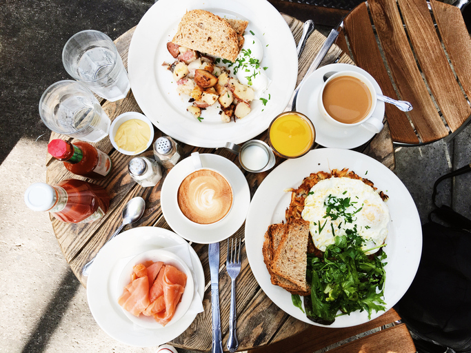 The mouthwatering and unique ways people brunch in 11 different cities across the globe