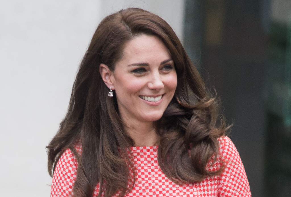 Duchess Kate proves she's our Easter princess with this pastel outfit and a perfect curtsy