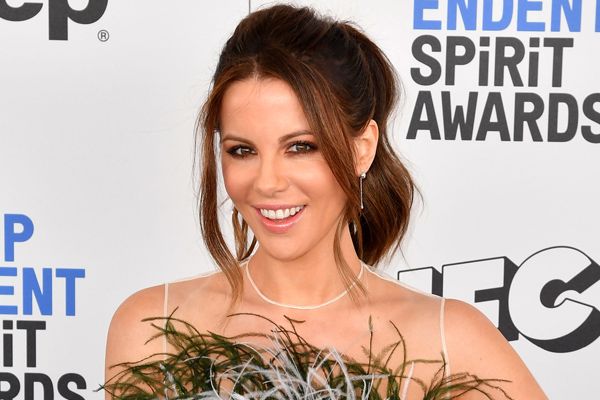 30 years ago Kate Beckinsale asked Rob Lowe to marry her via fan mail, and girl, we feel you