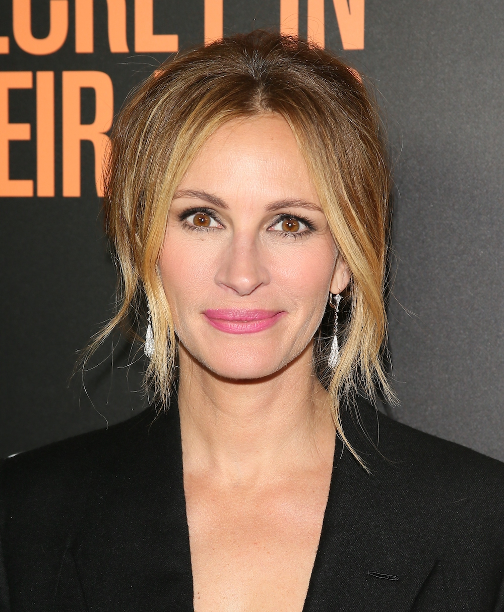 Anyone who knows the struggles of liquid eyeliner will totally relate to this Julia Roberts TBT