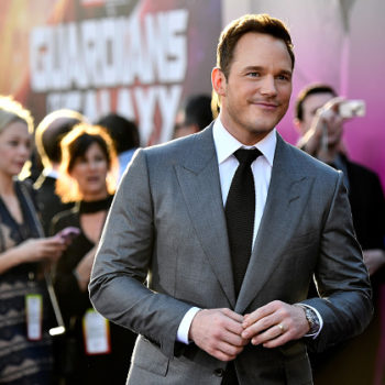 Chris Pratt gets his man boobs blow-dried, and this is the type of celebrity journalism we all need