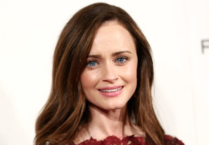 "Alexis Bledel looked like a scarlet bouquet of roses at ""The Handmaid's Tale"" Tribeca premiere"
