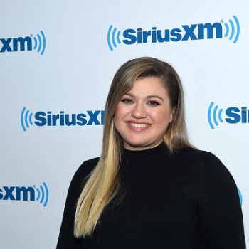 Kelly Clarkson's enthusiastic reaction to a surprise girl's trip is all of us with our besties