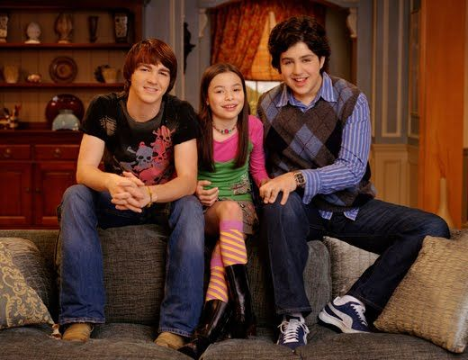 "We totally missed the moment when ""Drake & Josh"" predicted ""iCarly"""