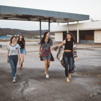 7 ways to stay connected with your friends now that everyone lives all over the place