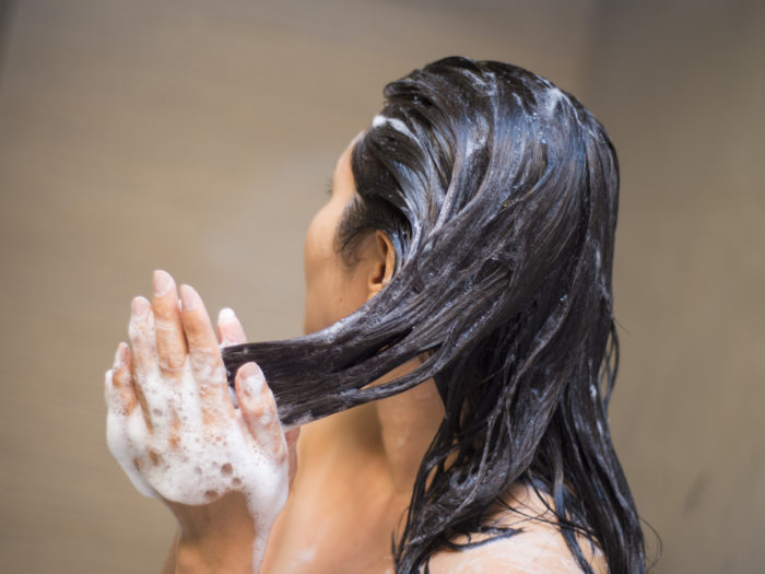 This Is The Right Way To Wash Your Hair Yes There S A
