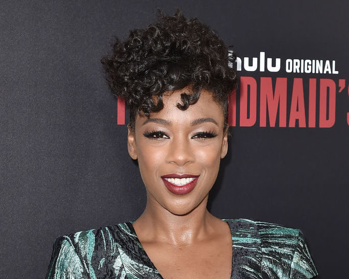 "Samira Wiley's dress captured the ocean at the ""Handmaid's Tale"" premiere"