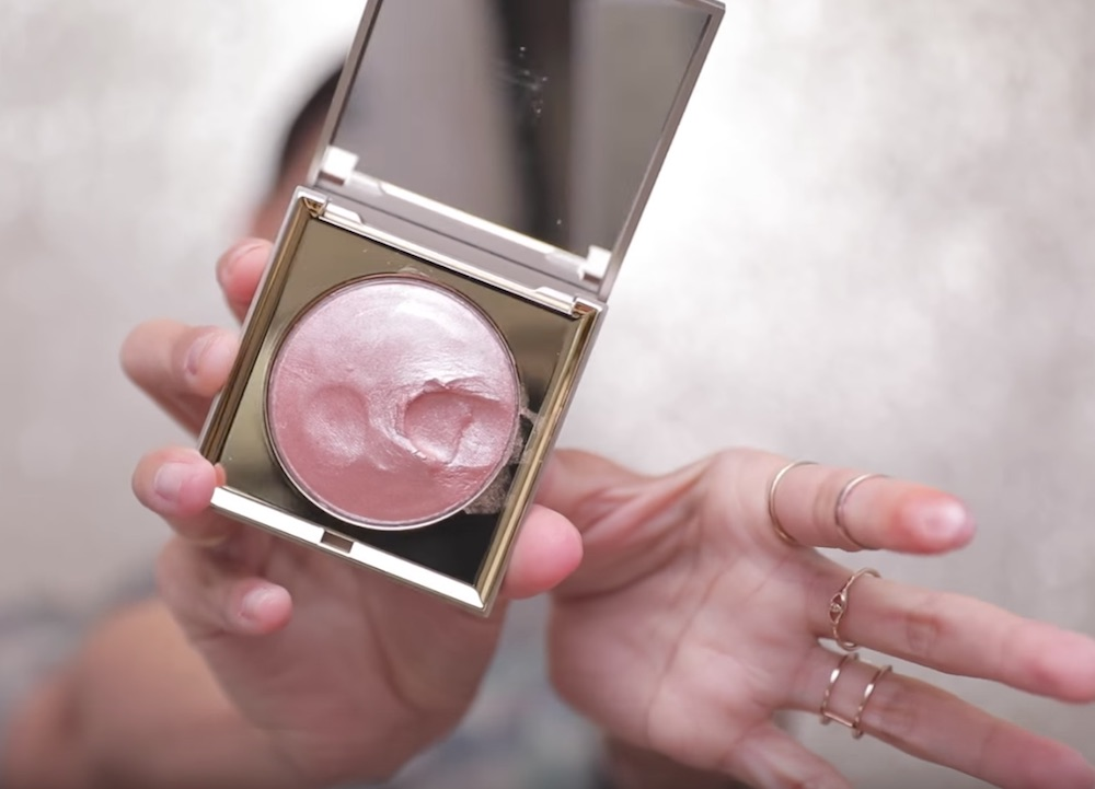 "Stila Cosmetics came out with a ""putty"" highlighter, and prepare to be hypnotized"
