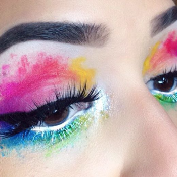 Watercolor eyes are the newest beauty trend we want to dive into