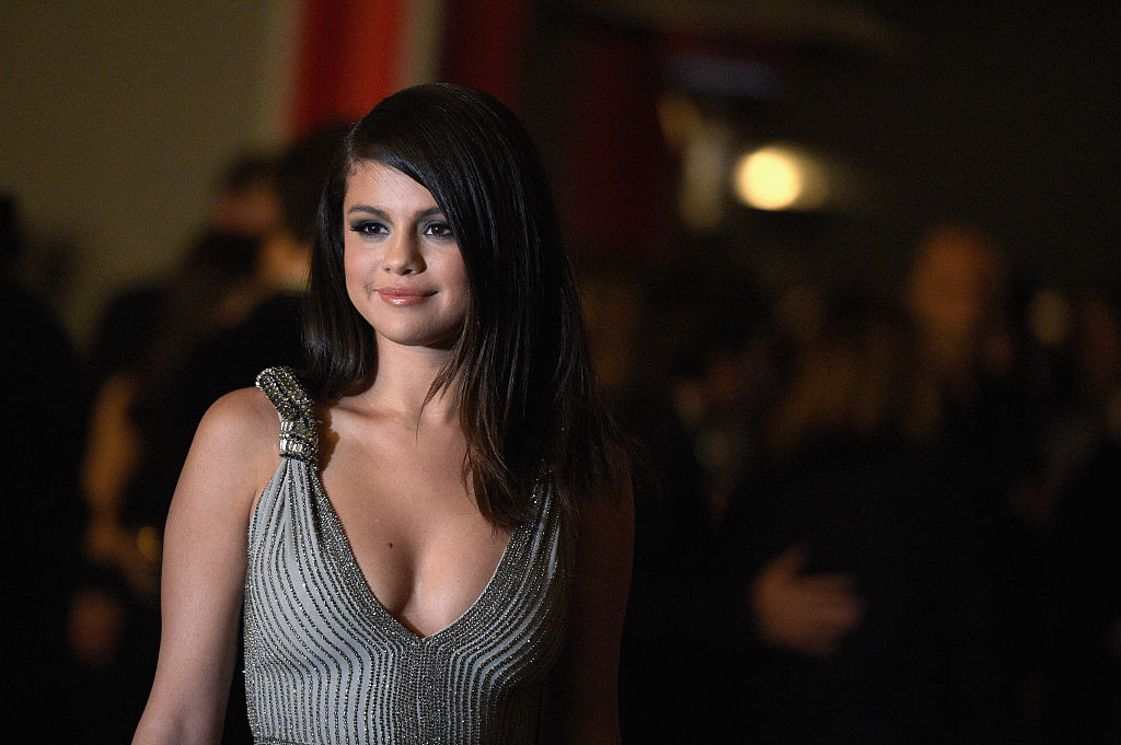 Selena Gomez just called it: Overalls and crop tops are the chillest outfit combo of the summer