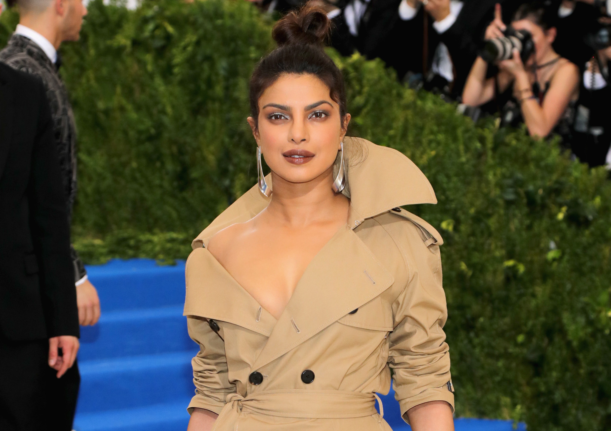 Priyanka Chopra *almost* looks like Carmen Sandiego at the Met Gala